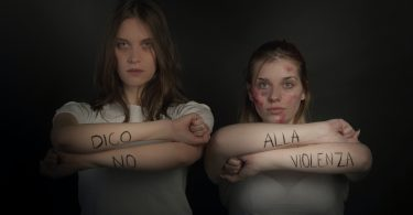 due donne contro la violenza di genere